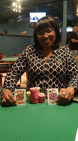 Joka antaa ulos kortit pokerian
